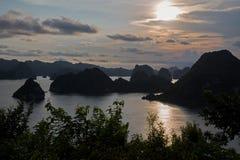 Halong fjärd, Vietnam Royaltyfri Fotografi
