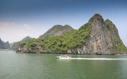 Halong fjärd, Vietnam Arkivbilder