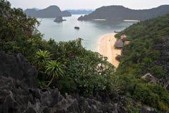 Halong Schacht-Ansicht von der Oberseite von Fallhammer-Insel Stockfoto
