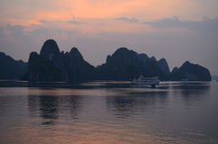 Halong zatoka, Wietnam Obrazy Royalty Free