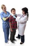 hals för braceskadaläkarundersökning arkivbild