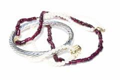 Halsband, armband, diamanter och klocka Royaltyfri Foto