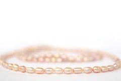 Halsband av rosa flodpärlor Royaltyfri Foto