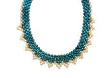 Halsband av turkos och pärlor arkivfoton