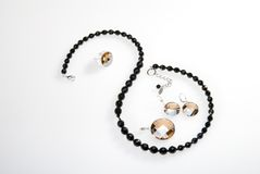 Halsband, hangend en oorringen Stock Afbeelding