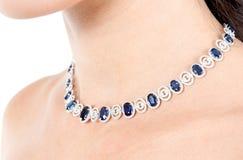 Halsband med ädelstenar royaltyfri bild