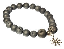 Halsband med korallpärlor och silverstjärnan royaltyfri foto