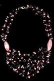 Halsband med rosa färg- och svartstenar Fotografering för Bildbyråer