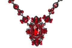 Halsband med rubiner. Närbild. royaltyfri fotografi