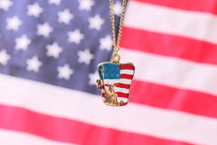 Halsband med statyn av frihet Arkivfoto