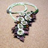 Halsband met de hand gemaakt van polymeerklei en draad Royalty-vrije Stock Fotografie