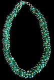 Halsband met Groen Halfedelstenen en Goud Royalty-vrije Stock Foto