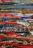 Halsband som är till salu i det lokala ståndet 8 arkivfoton