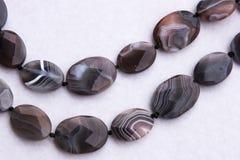 Halsband van bruine steenparels Royalty-vrije Stock Afbeelding