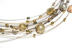 Halsband van gouden en zilveren parels Royalty-vrije Stock Foto's