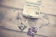 Halsbanden en Dozen Stock Foto