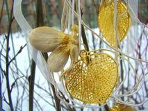 Halsbandet är vit guld av vintern från lera Arkivfoto