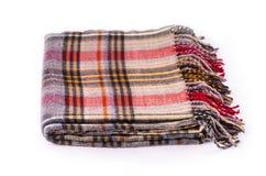 Halsduk för Colore vinterull med modellen som isoleras på vit royaltyfria bilder