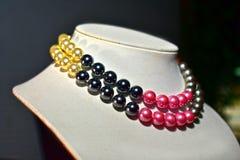 Halskette der echten Perle schön und teuer als Schmuck für Damen stockfoto