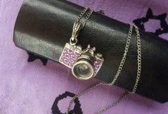 Halskette mit einer Antwort einer Kamera Stockfoto