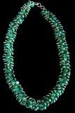 Halskette mit grünen Edelsteinen und Gold Lizenzfreies Stockfoto