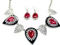 Halskette mit hellen Kristallen Schmuck und Ohrringe Lizenzfreies Stockfoto