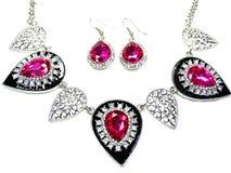 Halskette mit hellen Kristallen Schmuck und Ohrringe Stockfotografie