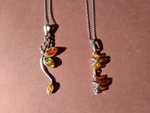 Halskette zwei schöne zwei lizenzfreie stockfotos