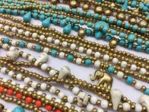 Halsketten und Armbänder mit Elefanten Stockfoto
