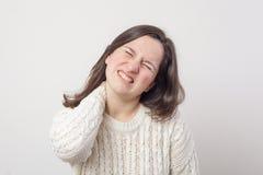 Halspijn van degeneratieve schijfziekte stock foto's