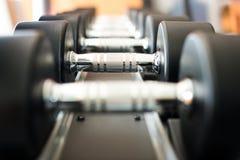 Haltère dans le centre de fitness Photo libre de droits