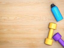 Haltères colorées avec la bouteille Images libres de droits