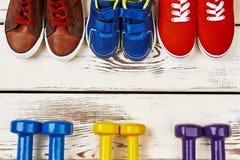 Haltères et chaussures de sport Photo libre de droits