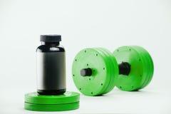 Haltères et suppléments nutritionnels pour le bodybuilding Photos stock