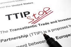 Halt der Wörter TTIP auf einem Papier lizenzfreies stockfoto