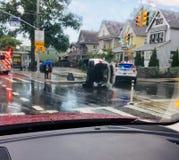 Halt folk för stad för gata för bil för omvälvning för vägolycka arkivfoto