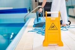 Halt golv för simbassäng arkivfoton