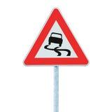 Halt när vått vägmärke, isolerad vägvisare och trafiksignage fotografering för bildbyråer