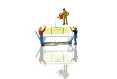 Halten der Balance mit senkrechter Regel Lizenzfreies Stockbild