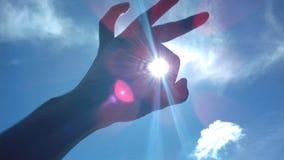 Halten der Sonne stockfotos
