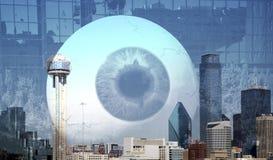 Halten eines Auges auf Stadt Dallas Stockfoto