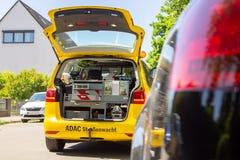 Halten Sie Auto von ADAC instand Stockfotos