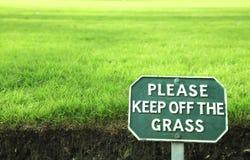 Halten Sie bitte weg vom Gras Lizenzfreies Stockfoto