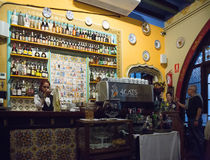 Halten Sie entgegengesetzt von Els Quatre Gats-Café in Barcelona, Spanien ab stockbild
