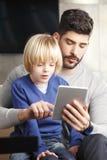 Halten Sie Ihre Kinder sicher lizenzfreie stockfotos