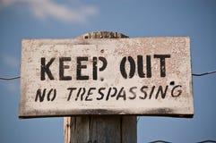 Halten Sie - kein übertretendes Zeichen ab Stockbilder