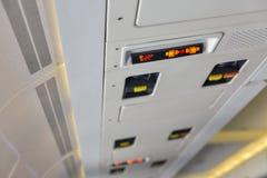 Halten Sie Platte in der Passagierflugzeugnahaufnahme instand Lizenzfreie Stockbilder