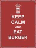 Halten Sie ruhig und essen Sie Burger Lizenzfreie Stockfotos