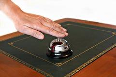 Halten Sie Schreibtisch der Glocke bei Empfang instand Stockfotografie