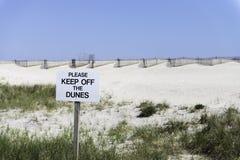 Halten Sie weg vom Dünen verbotenen Zeichen Stockfotografie